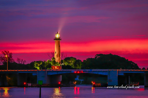 lighthouse jupiterlight jupiterlighthouse jupiterinletlighthouse bridge drawbridge water jupiterinlet morning dawn sunrise beam lightbeam sky colorful landscape seascape night reflection jupiter florida