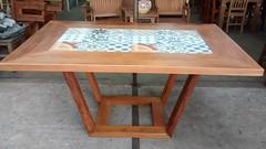 Mesa com ladrilho
