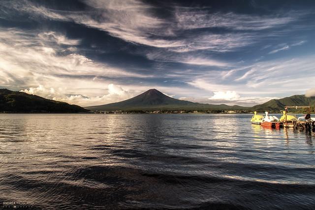 Sunrise at Mount Fuji and Lake Kawaguchi - Kawaguchiko (Japan)