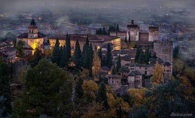 Amanecer de otoño en La Alhambra, desde La Silla del Moro, Granada, Andalucía, España