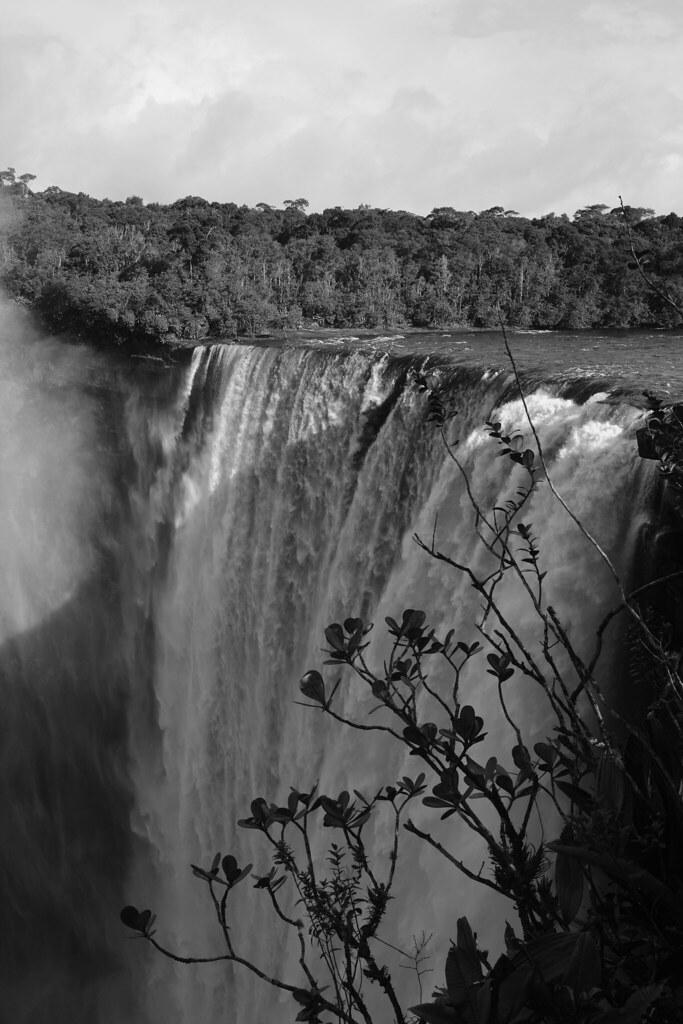 Kaieteur Falls B&W
