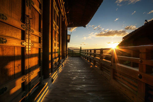 travel sunset summer sun sunlight japan clouds japanese golden vanishingpoint wooden ancient kyoto shadows view dusk sony traditional famous sightseeing perspective visit unesco tradition nara kansai woodenbuilding todaiji goldenhour 奈良 narapark nigatsudo 奈良公園 nex 二月堂 tōdaiji 奈良市 rokinon nigatsudō sonya6000