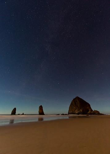 haystackrock theneedles cannonbeach ocean night archcape oregon unitedstates us nightsky stars beach canoneos5dmarkiii canonef1635mmf4lis