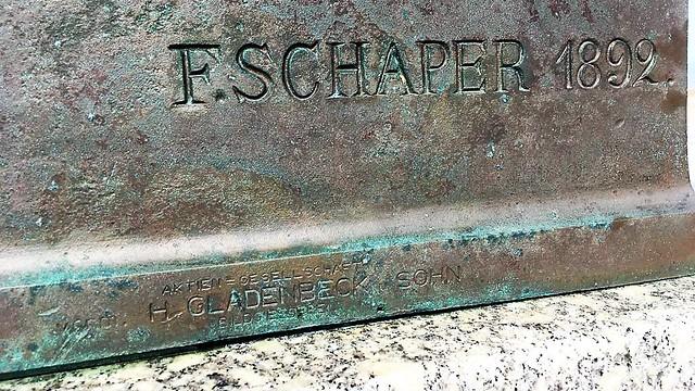 1892 Helgoland Künstlersignet und Herstellerzeichen Hoffmann von Fallersleben (1798-1874) von Fritz Schaper Bronze Hafenstraße in 27498