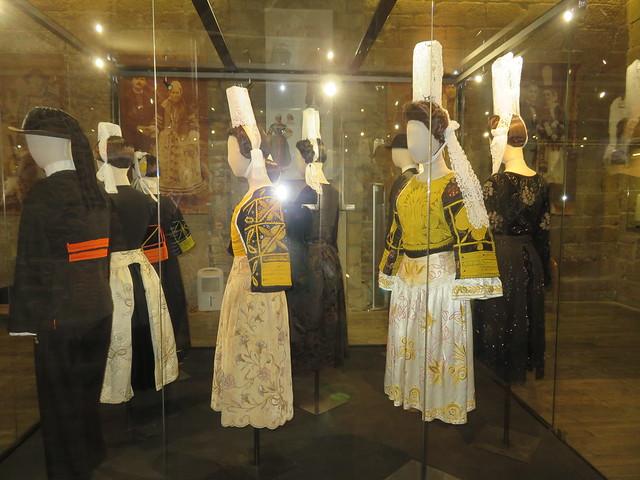 Pont l'Abbé. Coiffes bigoudaines et costumes. Part of the regional traditions.