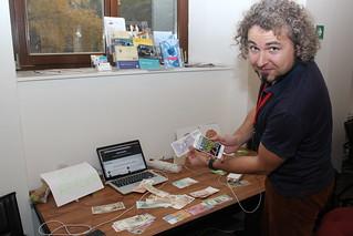 Tomáš Jelínek ukazuje v praxi aplikaci Cash Reader   by Radek Pavlicek