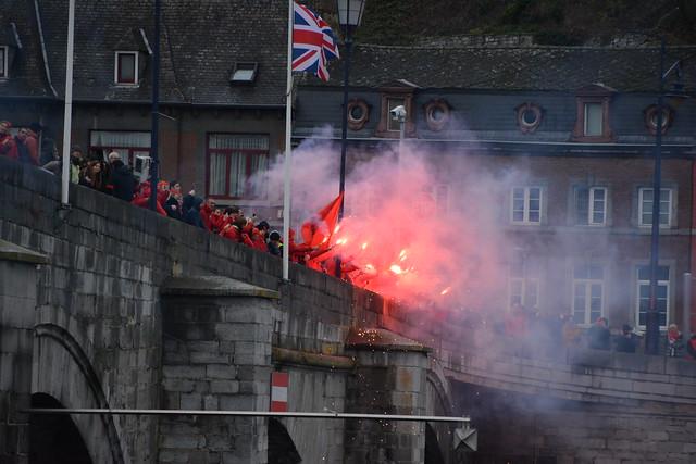 Namur le 15 novembre 2018 plus de 3000 personnes ont forné une chaîne humaine contre la réforme de points A.P.E