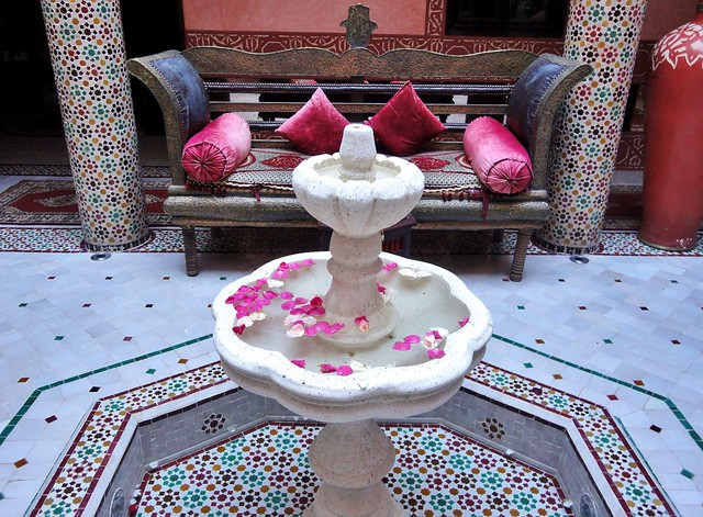 the courtyard of riad Mille et Une Nuit