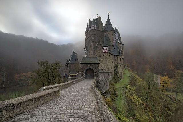 *Eltz Castle @ Late Autumn Mood*