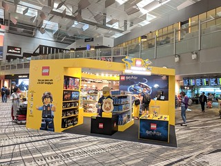 LEGO Pop-Up Store Changi Airport T3   by Brickfinder