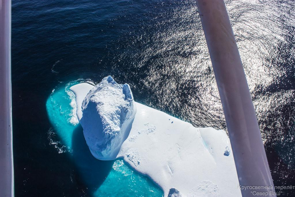 над айсбергом