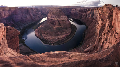 panorama panoramicview view travel landscape nature explore page pagearizona arizona arizonapassages coloradoriver horseshoebend horseshoe cliff mountains edge steep dusk sunset