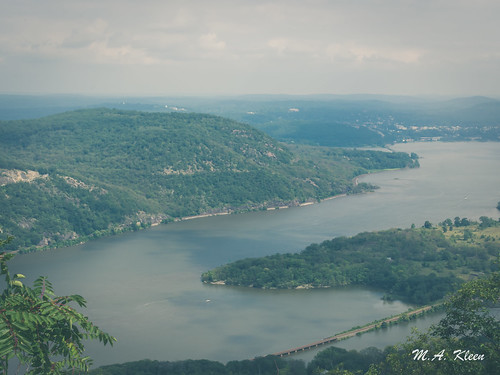 Hudson River Valley in Summer II