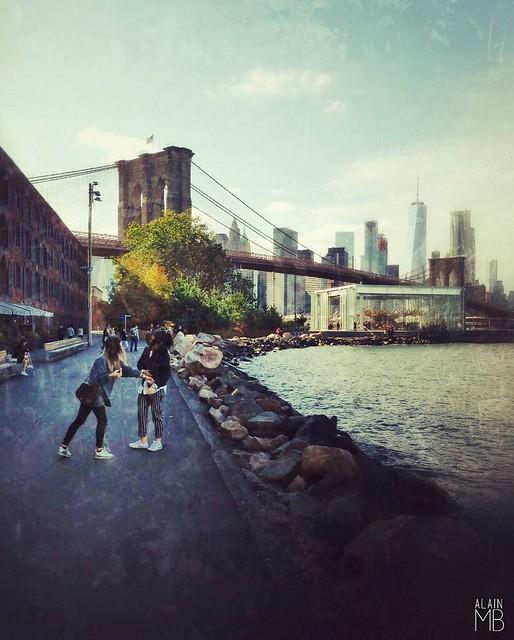 Brooklyn Bridge Park MainStreet  #Brooklyn #Dumbo #river #EastRiver #BrooklynBridge #Bridge #AlainMontillaBello #Autumn2017 #365PhotoChallenge #iPhonePhotography #NewYork #NuevaYork #City #Usa #America #DumboBrooklyn #oneworldtradecenter