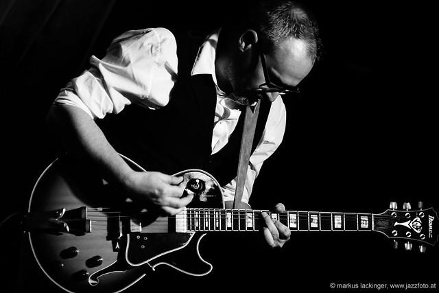 Christian Neuschmid: guitar