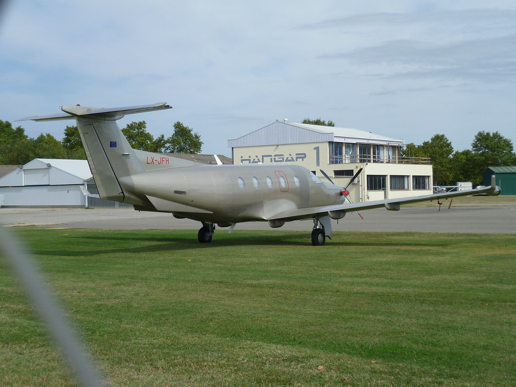 Pilatus Pc 12 En El Aerodromo De Empuriabrava Lx Jfh Cn