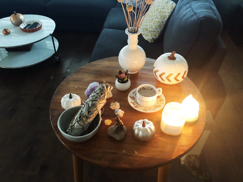 Thanksgiving side table decor
