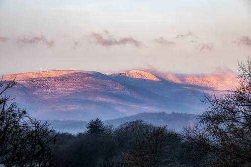 canon catskillnewyork 5dmk4 ef70200f28isiiusm mountains manfrotto sky sun snow sunrise valley hudsonvalley availablelight llenses landscape light