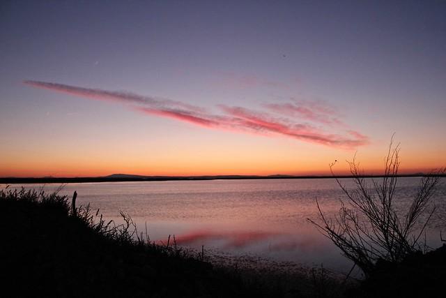 lever du jour à l'étang du  Vaccarès.... (Camargue, France)