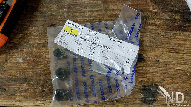 Volvo S80 2.4T Genuine Parts (Locking Nuts)