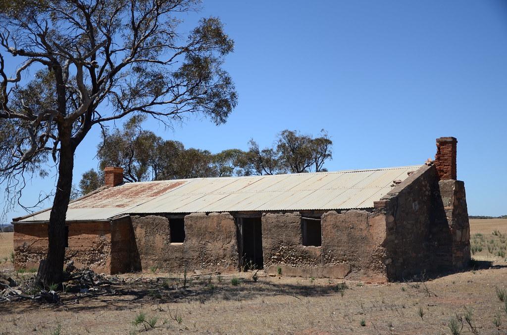 DSC_9453 abandoned farmhouse, Towitta Road 500m north Stot