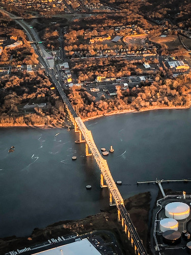 perthamboy newjersey unitedstates sunset aerial view over new jersey way newark airport yellow orange bridge bro brücke puente pont ponte brug bouwwerk most brig köprü bur broen bay water inlet ocean atlantic cove york nj ny
