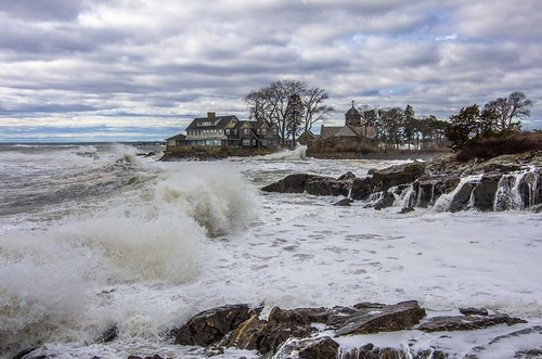 kennebunkport maine oceanave storm winter waves surf stanns clouds