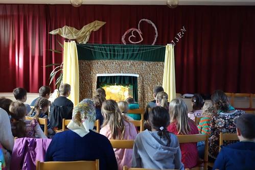 37 O pol tretej sa zastavil na chvíľu čas - začalo bábkové divadlo