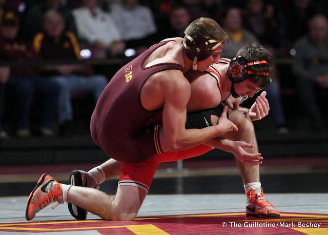 149: Kaden Gfeller (Oklahoma State) dec. #18 Tommy Thorn (Minnesota) 9-3. 181118AMK0098