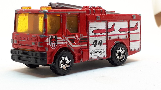 MATCHBOX DENNIS SABRE FIRE ENGINE NO3 1/64