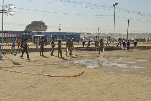 Devotees rendering Sewa in Samagam Ground