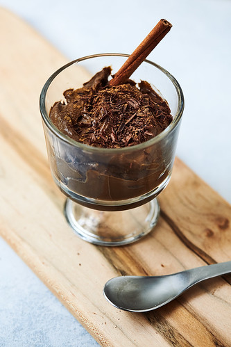 Keto Chocolate Avocado Pudding {Paleo, Vegan} | by Tasty Yummies