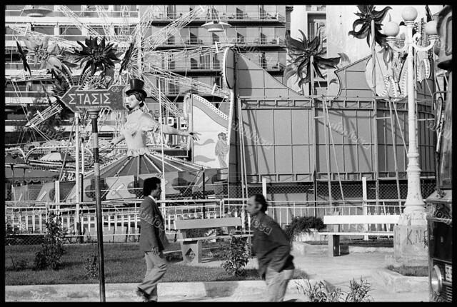 """Νέο Φάληρο, 1980. Λούνα παρκ """"Tivoli"""". Φωτογραφία: Chris Steele-Perkins."""