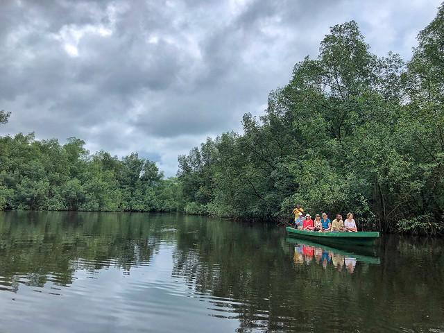 En canoa por los manglares de Santo Tomé y Príncipe