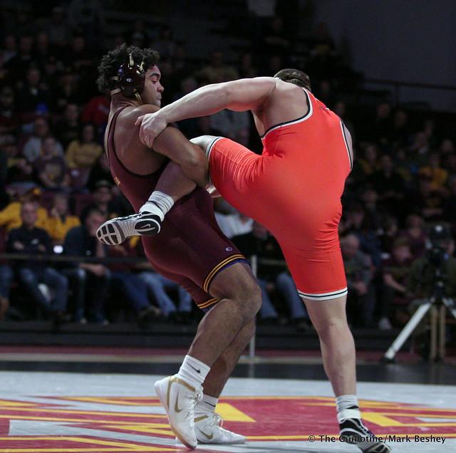 285: #5 Gable Steveson (Minnesota) dec. #3 Derek White (Oklahoma State) 8-2. 181118AMK0226