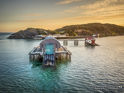 mumbles lifeboatstation lifeboat old new water sea seascape swansea sunset goldenlight goldenhour drone dronephotography aerialphotography aerialview djimavicpro daithedrone wales southwales visitwales