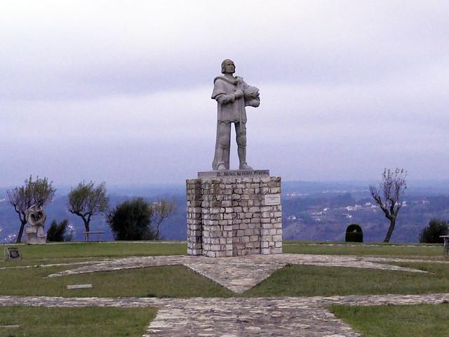 Castillo. Monumento a D. Nuno Alvares Pereira (Ourém, Portugal)