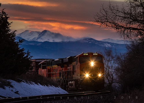 bnsfrailway bnsf bnsfes44c4 gees44c4 gees44dc manifest manifesttrain mountains rockymountains trains train railfanning railroad railfan railway railroads railroading rail rr railroadtrack colorado coloradorailroads coloradotrains sunset hill foothills