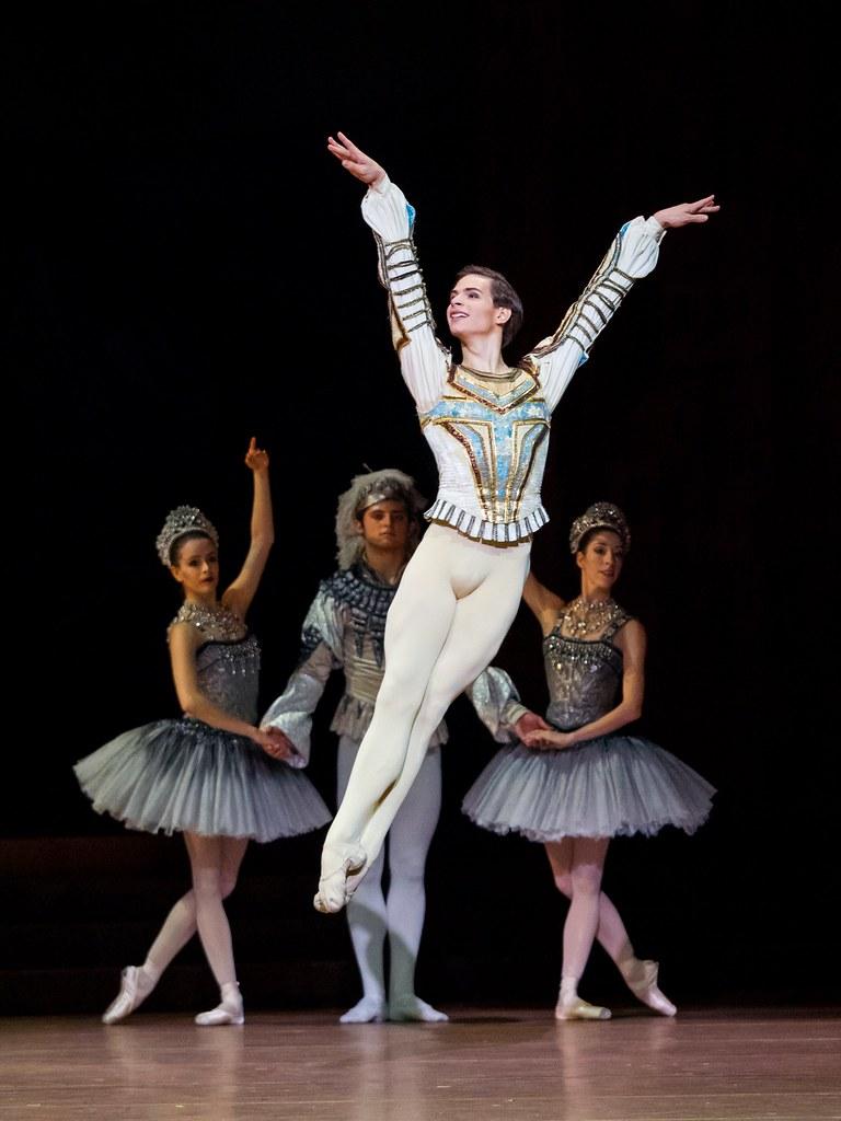 Jakob Feyferlik - Soliste - Raymonda - Ballet National de