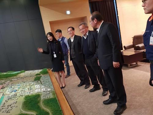 圖04. 本會代表團聽取韓國SK石化能源公司人員簡介。