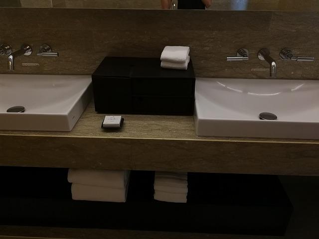 <p>洗面台は2つ</p>