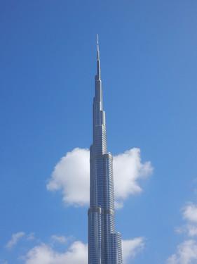 Dubai - Burj Khalifa in de wolken