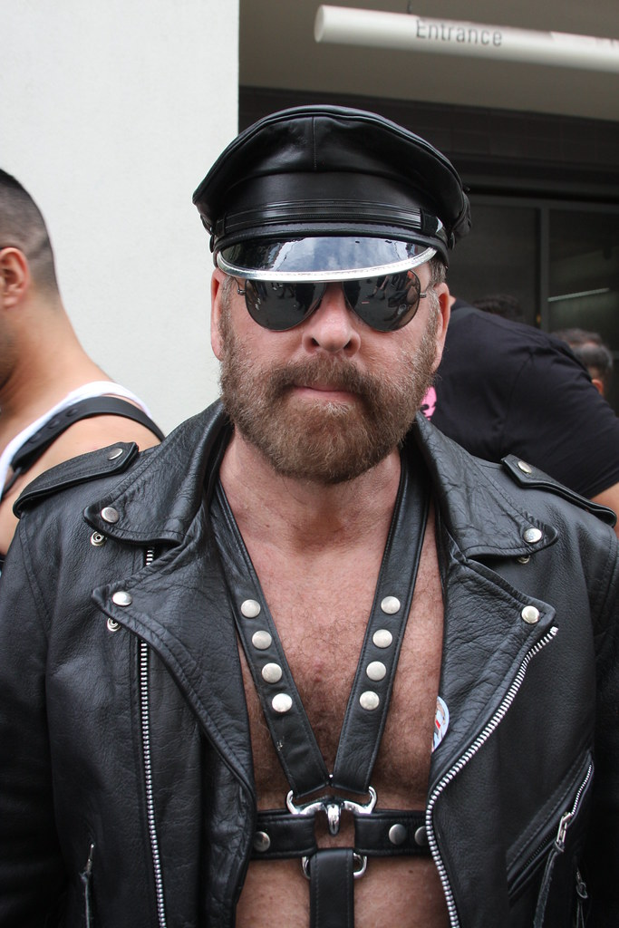 BAD ASS LEATHER DADDY ! ~ DORE ALLEY FAIR 2018 ! ( safe photo )