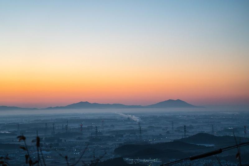 日の出前の筑波山