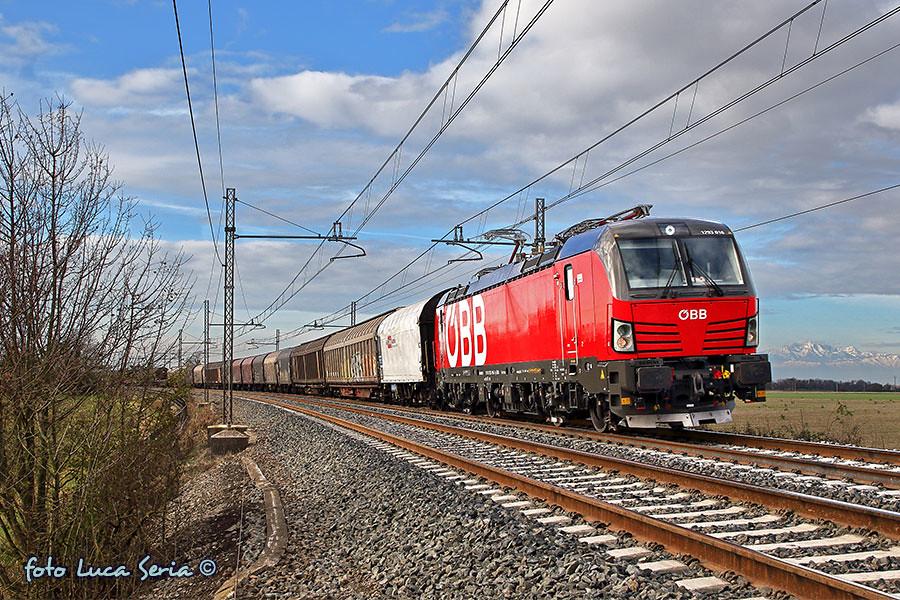 Bb 1293 016 rail cargo carrier italia in corsa tra for B b italia carugo