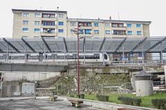 Imagen de un tren de la línea Matiko-Amara llegando a la estación de Ermua.