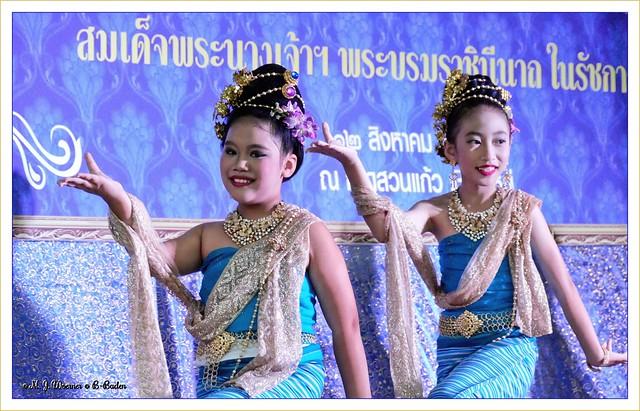 Thai dance performance  1 / 3