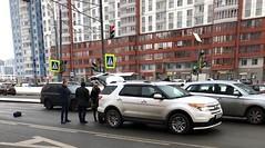 Иномарка сбила мать с тремя детьми на Ленинском проспекте