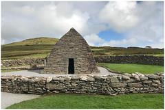 Gallarus Oratorium in Ballynana, Kerry, Ireland ...