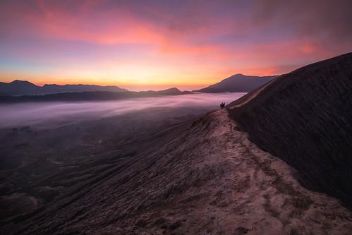 volcano moody leadingline sunrise craterrim mountbromo dark people dramatic landscape fog scale indonesia java laharplain sukapura jawatimur id